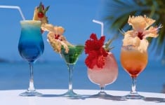 Cocktail-drinks-beach-summer